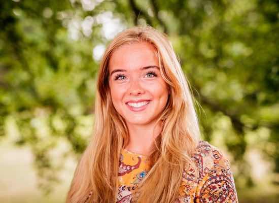 Caroline är privatlärare och erbjuder läxhjälp, studiehjälp, mattehjälp