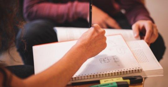 Stor osäkerhet för skolorna en av anledningarna till att nationella proven nu ställs in
